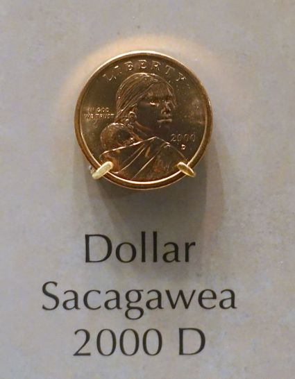 1_Dollar,_United_States,_Sacagawea,_2000_D_-_National_Museum_of_American_History_-_DSC00279.jpg